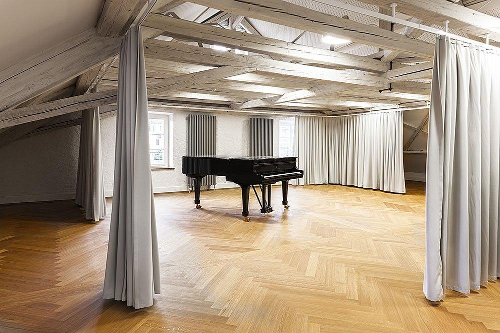 Musiksaal im offenen Dachstock