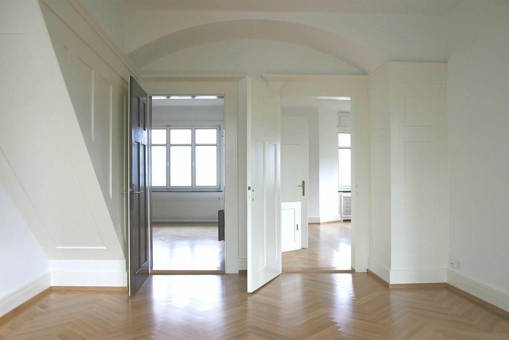 Halle mit Treppeneinbau